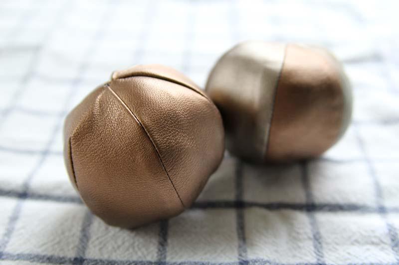 metallic-juggling-balls