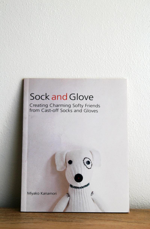 giveaway-sockandglove1