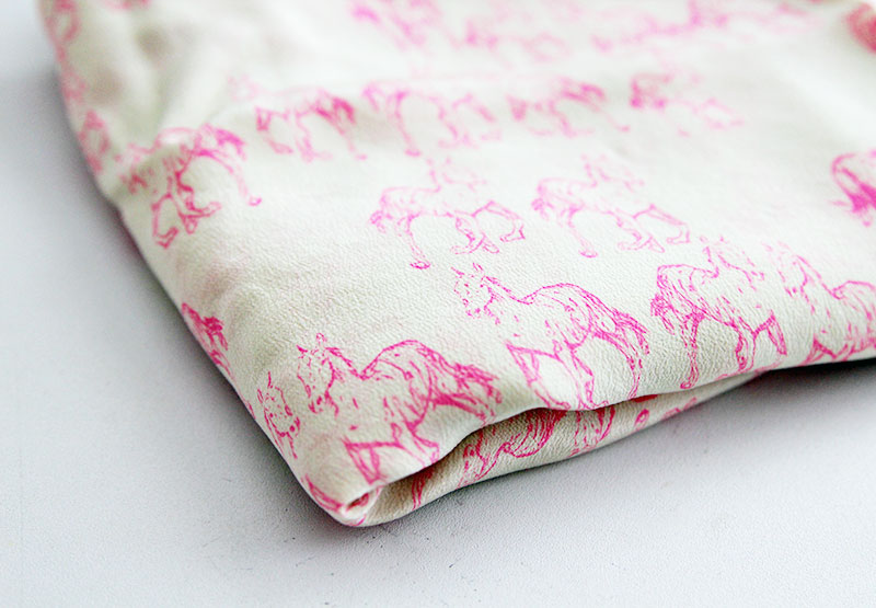 pink-horses-fabric2